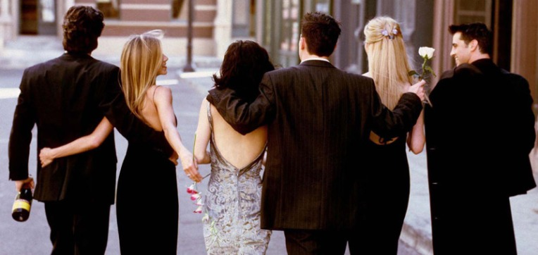 friends-imagem-promocional-caminhando-rua